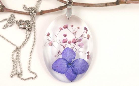 Bijuterii din flori - păstrează primăvara mereu aproape